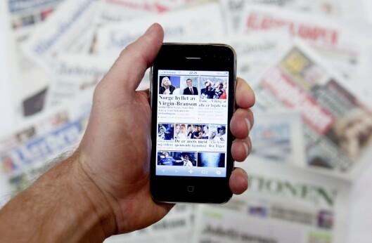 Oslo 20091216. Illustrasjon norske aviser (dagspresse) og mobiltelefon (iphone) for lesing av nettaviser. Foto: Stian Lysberg Solum / SCANPIX
