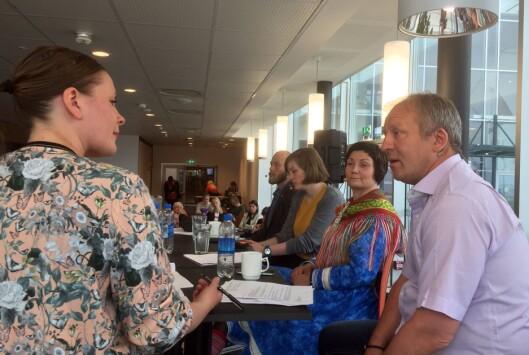 DISKUTERTE JERNBANE I NORD: Nordnorsk Debatt/Nordlys har invitert til fem lunsjdebatter i Harstad under Festspillene, med temaer som «by og land, mann mot mann», krigen, ytringsfrihetens vilkår og en sannhetskommisjon om fornorskningen av samene. Tirsdag sto lengselen etter Nord-Norgebanen på dagsordenen. Debatten ble ledet av Silje Solstad, utviklingsredaktør i Nordlys. I panelet, fra høyre: Geir-Inge Sivertsen (Høyre), Aili Keskitalo (Norske Samers Riksforbundet), Silje Lundberg (Naturvernforbundet) og Mikal Nerberg (Miljøpartiet De Grønne).