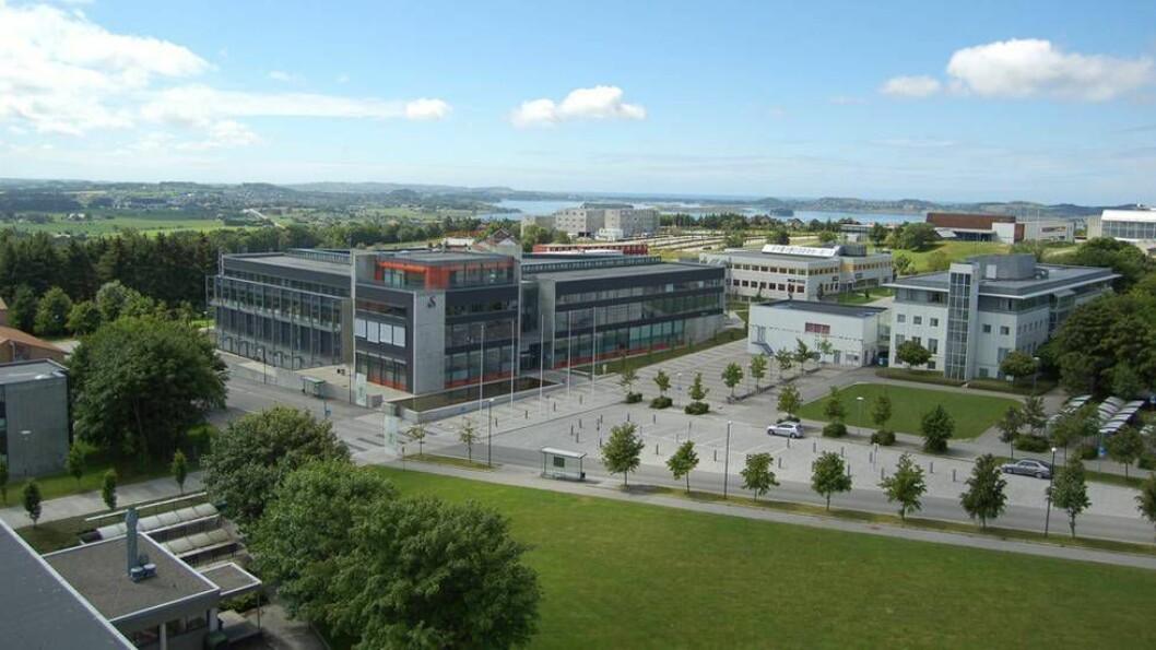 Universitetet i Stavanger slettet hele punktet fra varslingslisten sin i går, der man ba folk være varsomme med å ta kontakt med media i varslingssaker.