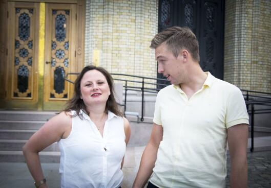 Journalistene Lars Joakim Skarvøy og Marie Melgård i VG utenfor Stortinget.