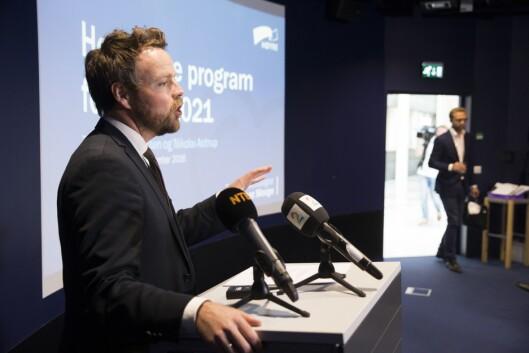 FRA MINERVA TIL MAKT: Et bilde som kanskje sier noe om Minervas betydning. Nikolai Astrup (til høyre) og Torbjørn Røe Isaksen var med på gjenopplivelsen av tidsskriftet tidlig på 2000-tallet. Femten år senere ser vi dem presentere Høyres nye partiprogram. Bildet er fra presentasjon av førsteutkastet i september 2016.
