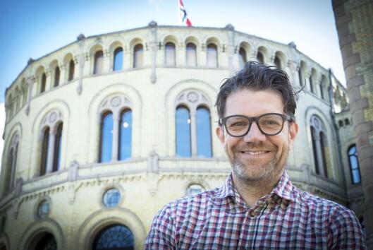 Kommunikasjonssjef Rune Alstadsæter i Høyre foran Stortinget..