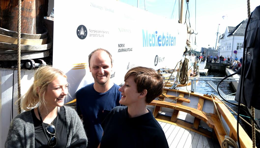 Aftenpostens eventansvarlig Veslemøy Østrem med to av «crewet» på Mediebåten - Hanne Christiansen og Håvard Kator.