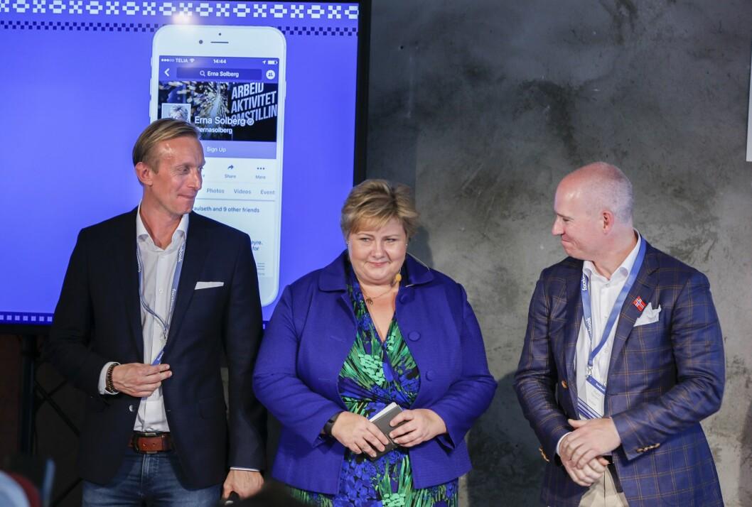 Facebook åpnet i fjor vår nytt salgskontor i Norge, og omsetter trolig for et milliardbeløp her - men betaler knapt skatt. Her fra åpningsfesten, med statsminister Erna Solberg som gjest. Til venstre Facebooks nordensjef Martin Ingemansson og norgessjef Rune Paulseth.