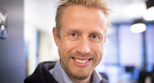 Faktisk-redaktør Kristoffer Egeberg kan smile for nye millioner fra eierne. Her snakker han om framtida - og den skarpe kritikken