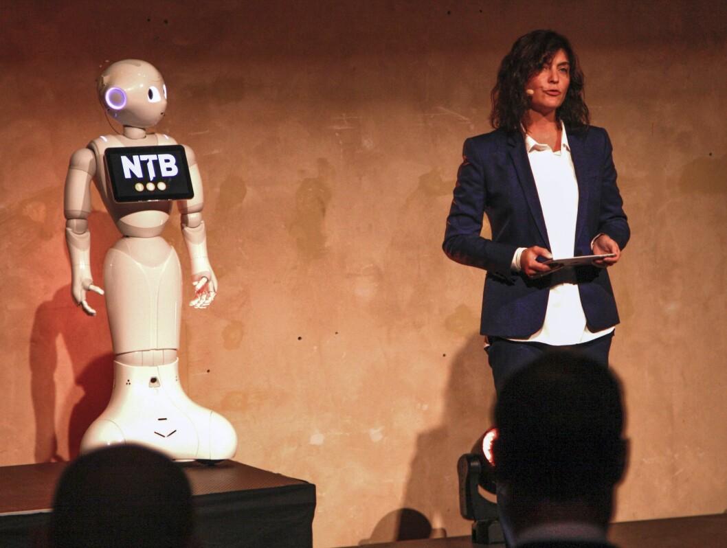 Tinius-direktør Kjersti Løken Stavrum taler under NTBs 150-årsfeiring på DOGA i august.
