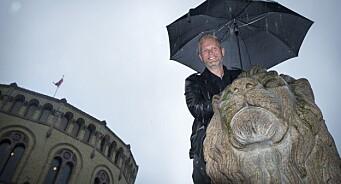 Satiriker Svein Vathne har skrevet en bok for folk flest. Og nå vurderer The Real Frp å gi seg - før «fire nye år med regn»