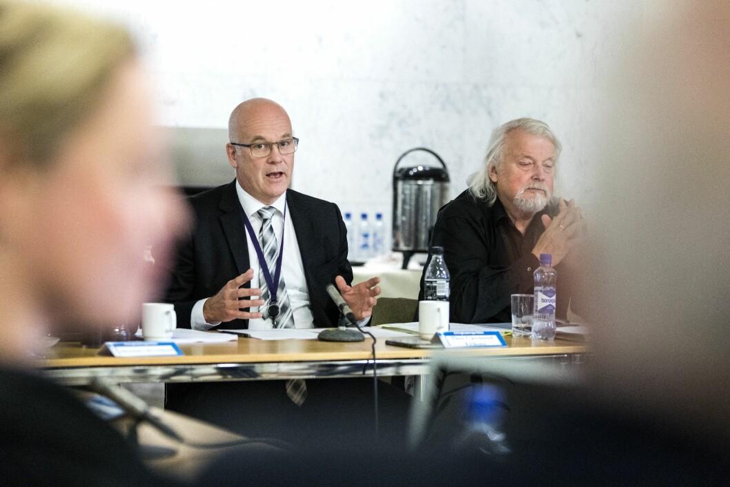 NRK-sjef Thor Gjermund Eriksen (t.v.) og avtroppende leder for Kringkastingsrådet, Per Edgar Kokkvold.