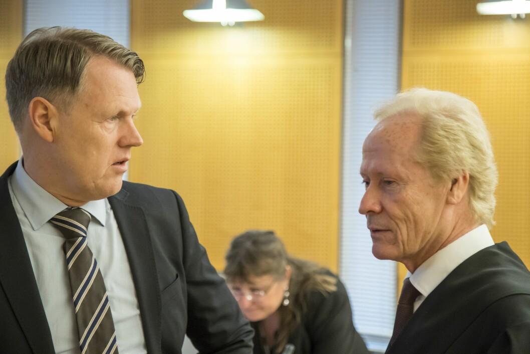 Hjernekirurg Per Kristian Eide og hans advokat Per Danielsen i Oslo tingrett våren 2017.
