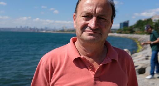 - En general kom innom redaksjonen for å endre på en tittel, forteller den tyrkiske journalisten Cem Öner