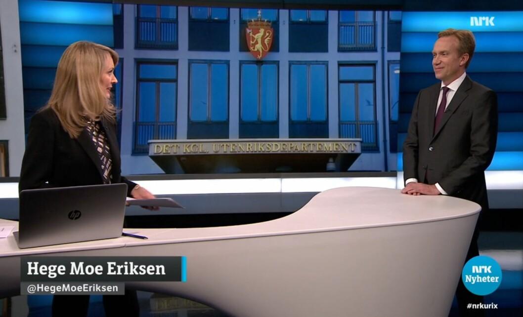 Programleder Hege Moe Eriksen i NRK Urix intervjuer avtroppende utenriksminister Børge Brende.