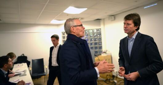 En fornøyd Polaris-investor Erik Must diskuterer med konsernsjef Per Axel Koch.