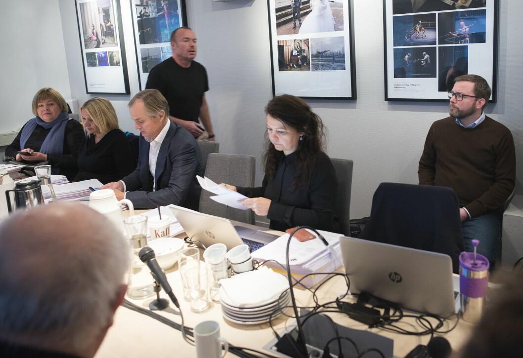 Rune Olsø til høyre i bildet - ved siden av PFUs sekretariat og medlemmer 31. oktober 2017 da de behandlet hans forrige klage til PFU.