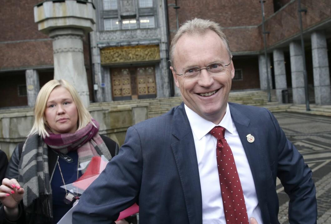 Byrådsleder Raymond Johansen i Oslo kommune. Her sammen med Marte Ingul, som er byrådssekretær for kommunikasjon ved Byrådslederens kontor