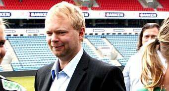 TV 2 Sporten lot ansatt fortsette i jobben i over ett år - etter at han hadde forsøkt å sperre to kvinner inne på et hotellrom