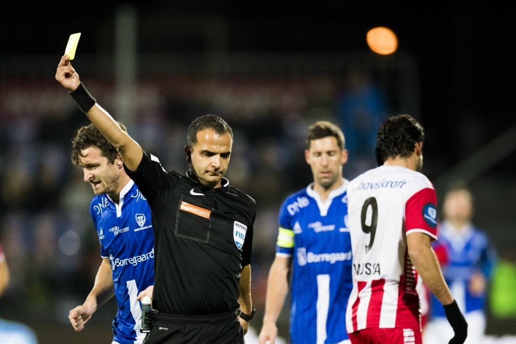 Fotballdommer Svein-Erik Edvartsen vil gi TV 2 gult kort i presseetikk - klager mediehuset inn til PFU.