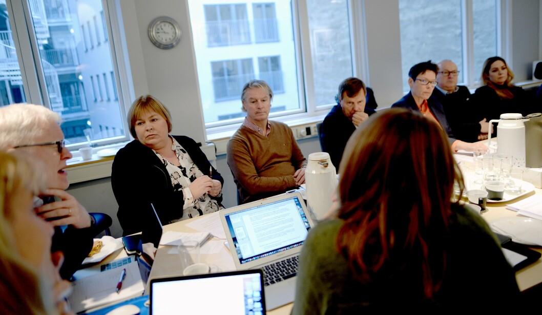 Fra styremøtet i Norsk Presseforbund fredag. Til venstre på bordenden; nestleder og fungerende styreleder Dag Idar Tryggestad, til høyre for ham generalsekretær Elin Floberghagen.