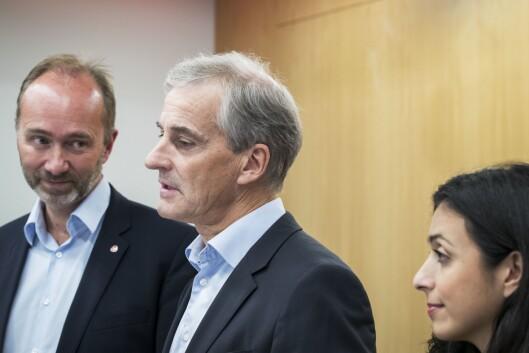 URO I AP-LEIREN: Fra venstre - nestleder Trond Giske, partileder Jonas Gahr Støre og nestleder Hadia Tajik. Bildet er fra en pressekonferanse i september.