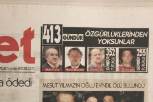 Hver dag på forsiden av Cumhuriyet telles dagene for avisens fengslede personale. Blant dem er sjefredaktør Murat Sabuncu og gravejournalist Ahmet Sik.