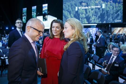 Fra venstre: Klima- og miljøminister Vidar Helgesen, administrerende direktør i NHO, Kristin Skogen Lund og arbeidsminister Anniken Hauglie på NHO årskonferanse i 2017.