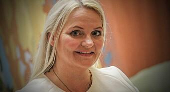 - Distriktsnyhetene er blitt overflatiske og uvesentlige, mener Åslaug Sem-Jacobsen (Sp). Nå krever hun svar fra kulturministeren