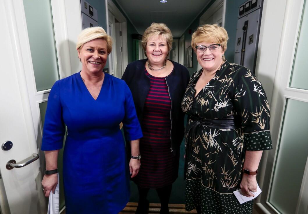 Partilederne Erna Solberg (H), Siv Jensen (Frp) (t.v.) og Trine Skei Grande (V) på Hotel Jeløy Radio, etter at Venstre har besluttet at de vil gå inn i regjering med Høyre og Frp.
