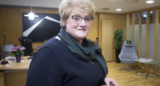 Kulturminister Trine Skei Grande (V) ba NRK redegjøre for det nye distriktstilbudet på TV. Dette fikk hun til svar