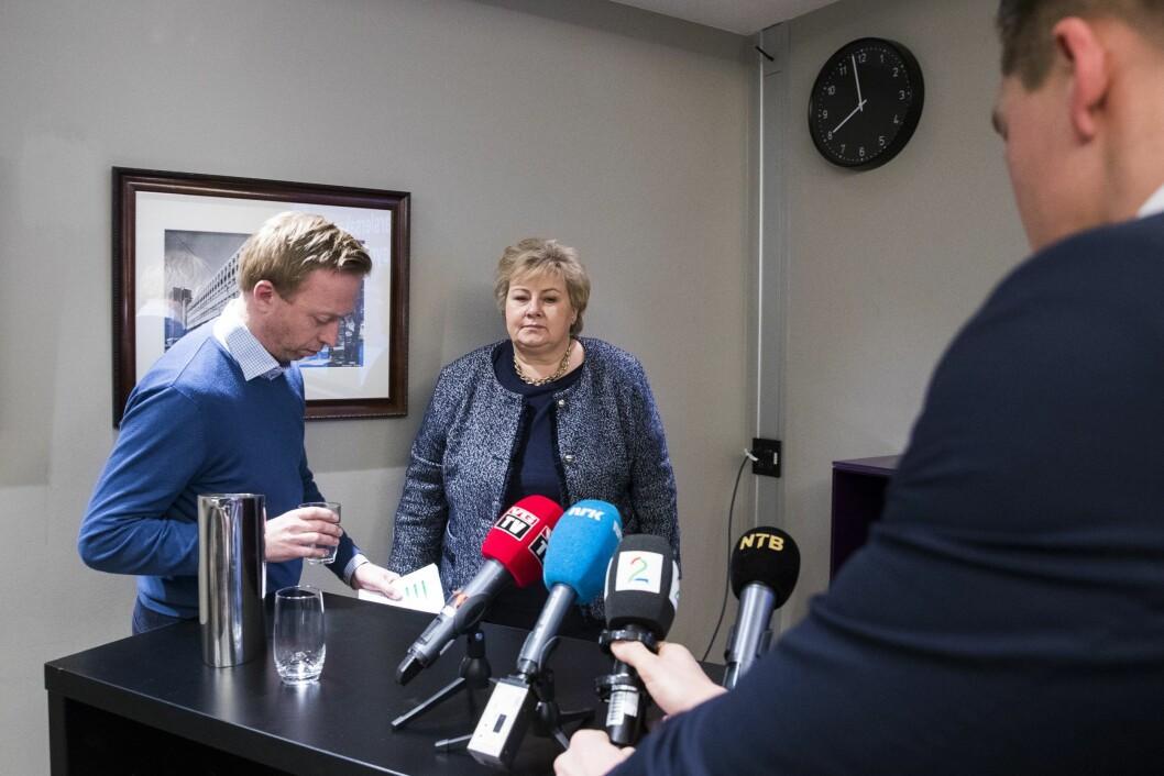 Statsminister og Høyre-leder Erna Solberg og Høyres generalsekretær John-Ragnar Aarset på pressekonferanse om varsler-saken i Høyre 21. januar.