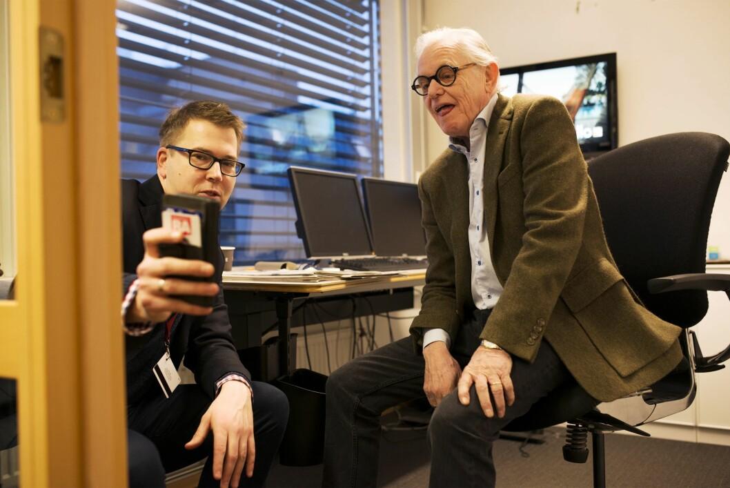 Sistemann ut: Lysholm viser en imponert Arne Strand Cxense, progammet som følger nettrafikken i detalj. 74-åringens entusiasmen dempes derimot noe når han får vite at de fleste på huset har hatt tilgang på både klikk og geografisk spredning siden 2015.