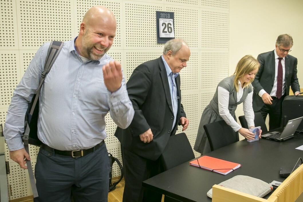 Ambulansesjåfør Erik Schjenken (tv) og Dagbladets John Olav Egelans i Borgarting lagmannsrett tirsdag, i forbindelse med ankebehandlingen i 2013.
