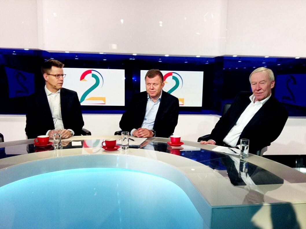 Egmont-toppene besøkte TV 2-studio i 2012, da det ble kjent at det danske mediekonsernet kjøpte hele det norske selskapet. Fra venstre: Steffen Kragh, Hans Carstensen og daværende TV 2-sjef Alf Hildrum.