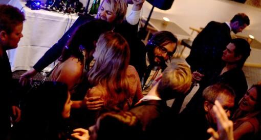 Same procedure som før #MeToo: Lørdag kveld vil norske journalister drikke alkohol for flere hundre tusen kroner