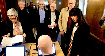 Folk har gått mann av huse for å diskutere mistillit: Kul på veggen og lang kø til Mentor Mediers generalforsamling