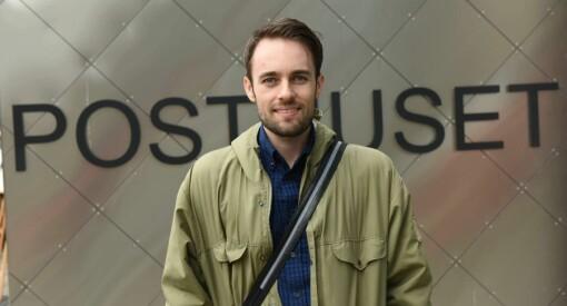Aleksander Godø Alnes (27) er ansatt som sosiale medier-ansvarlig i Posten og Bring
