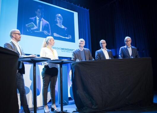 Toppmøtet under Nordiske mediedager i 2018, bestående av Tine Austvoll Jensen, Olav T. Sandnes, Thor Gjermund Eriksen, Gard Steiro, Jan Grønbech og Morten Aass. Programledere Fredrik Solvang og Sigrid Sollund.