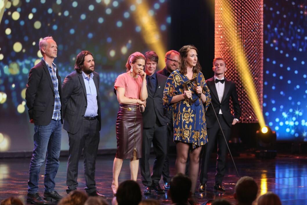 «Heimebane» ble hedret med hele tre Gullruten lørdag kveld! Her på scenen fra Grieghallen i Bergen.