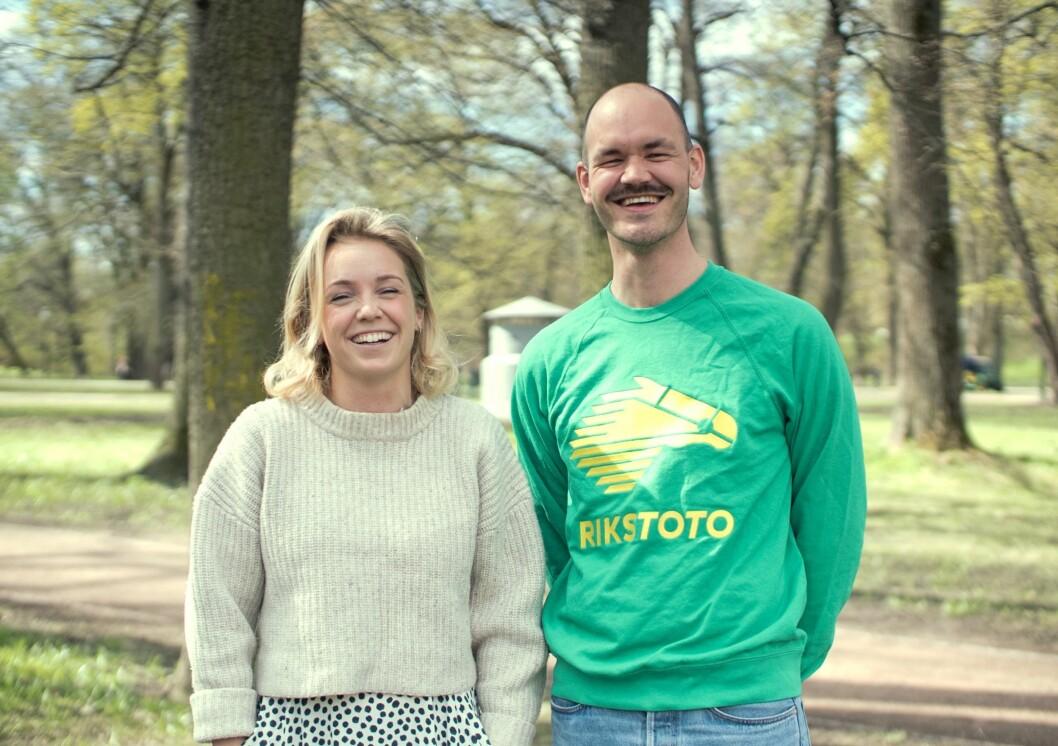 Vinnerne av Gulltusjen 2018 i kategorien for reklamebyråer: Anorak-teamet Anna Berg Gjendem og Jens Bjørklund.