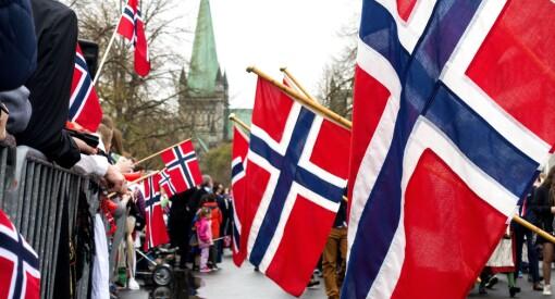 Dagmagasinet og Viralstarz produserer «falske nyheter»: Diktet opp at man får bot av å gå med utenlandsk flagg på 17. mai