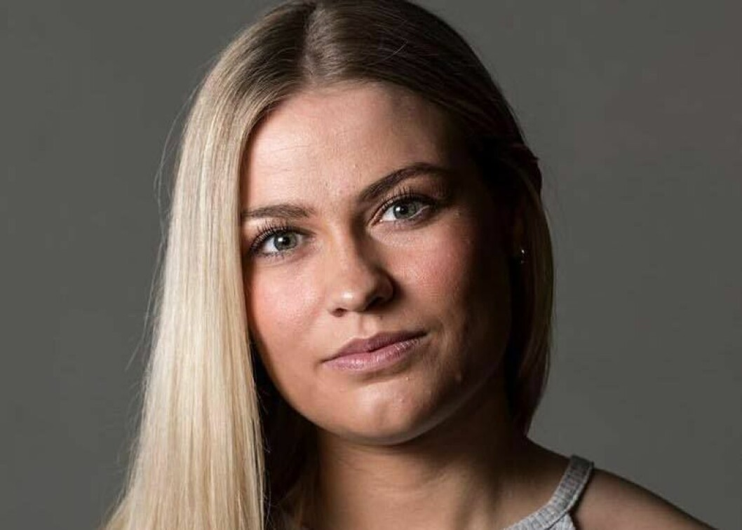 Elise Kruse (25) er fast ansatt som journalist i Vårt Land. Foto: Hanne Geving