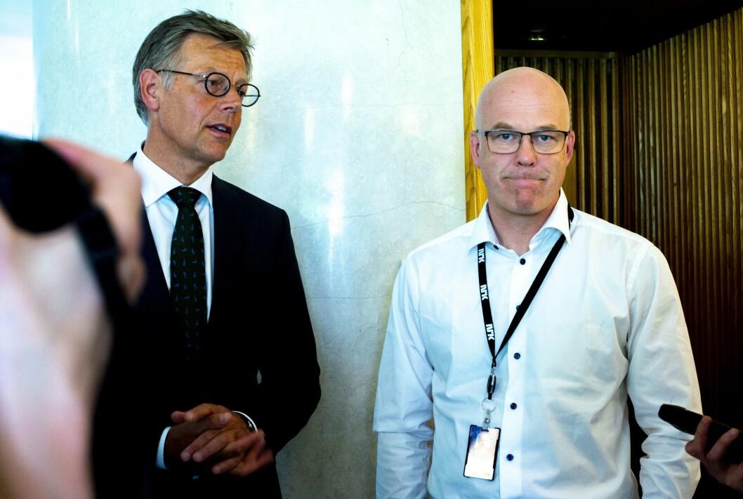 NRK-sjef Thor Gjermund Eriksen (t.h.) på streikens første dag. Til venstre juridisk direktør Olav Nyhus.