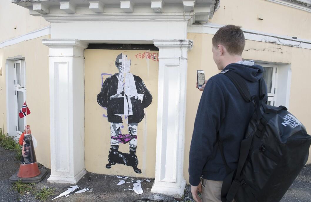 Kulturminister Trine Skei Grande, Venstre, er blitt malt på veggen i Fosswinkelsgate i Bergen.