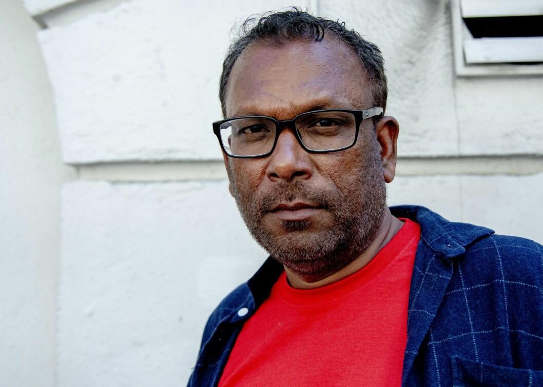 Rajan Chelliah går til sak mot NRK etter at han mistet jobben.