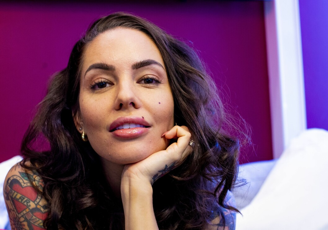Triana Iglesias er som en slags mor for deltakerne i Paradise Hotel - og har vært programleder gjennom alle de ti norske sesongene av serien.
