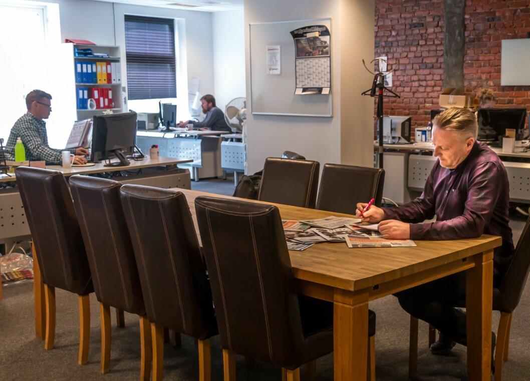 Salgssjef (og daglig leder) Odd Bjørn Jensen i kontorene til Tvende Media.