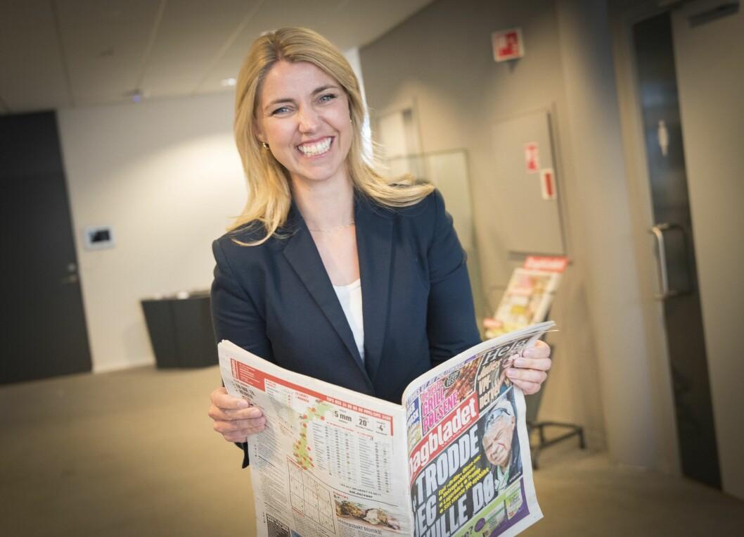 Arkivfoto: Sjefredaktør Alexandra Beverfjord i Dagbladet - her med papiravisen i hendene, og ikke DB-appen eller DB.no, slik de ser at stadig flere velger å lese Dagbladet.
