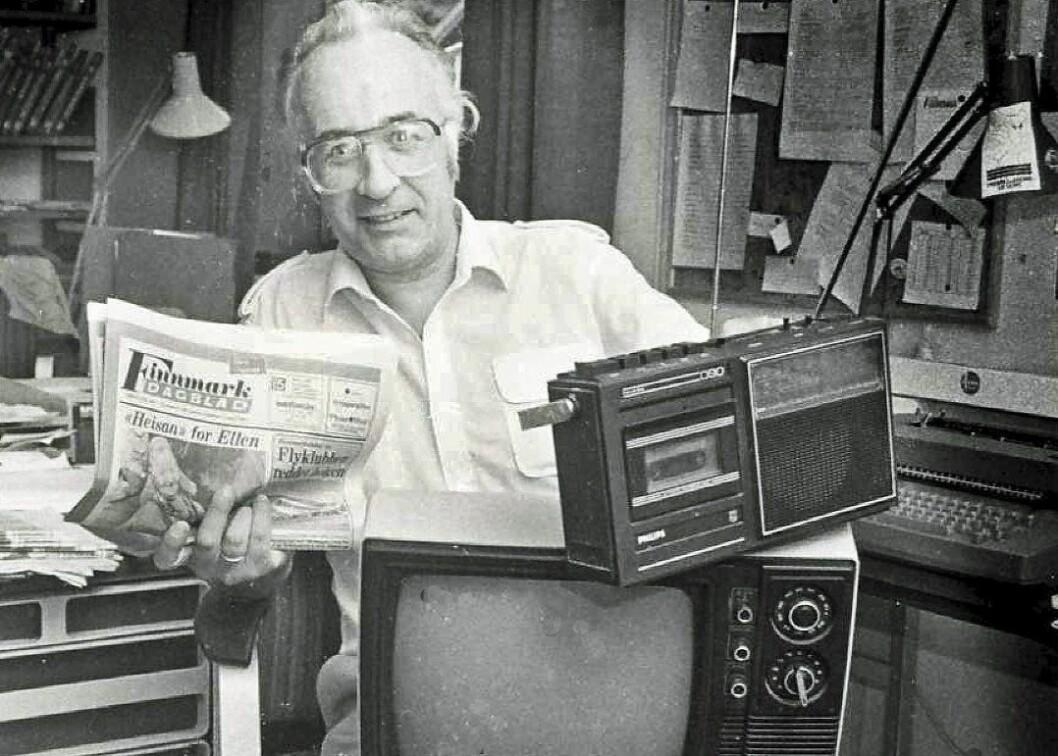 FLERMEDIAL: Journalist Ole Magnus Rapp tok dette bildet i 1986. Da var Reidar redaktør i FD og en dedikert avismann. Han avsluttet imidlertid sin mediekarriere som reporter i NRK i Troms og Finnmark. Slik fikk han jobbet også jobbet med både radio og fjernsyn.