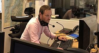 Nei, du ser ikke syner! Frp-politikeren er «programleder» på radio for NRK: - Jeg får lese trafikkmeldinger, smiler Sivert Bjørnstad