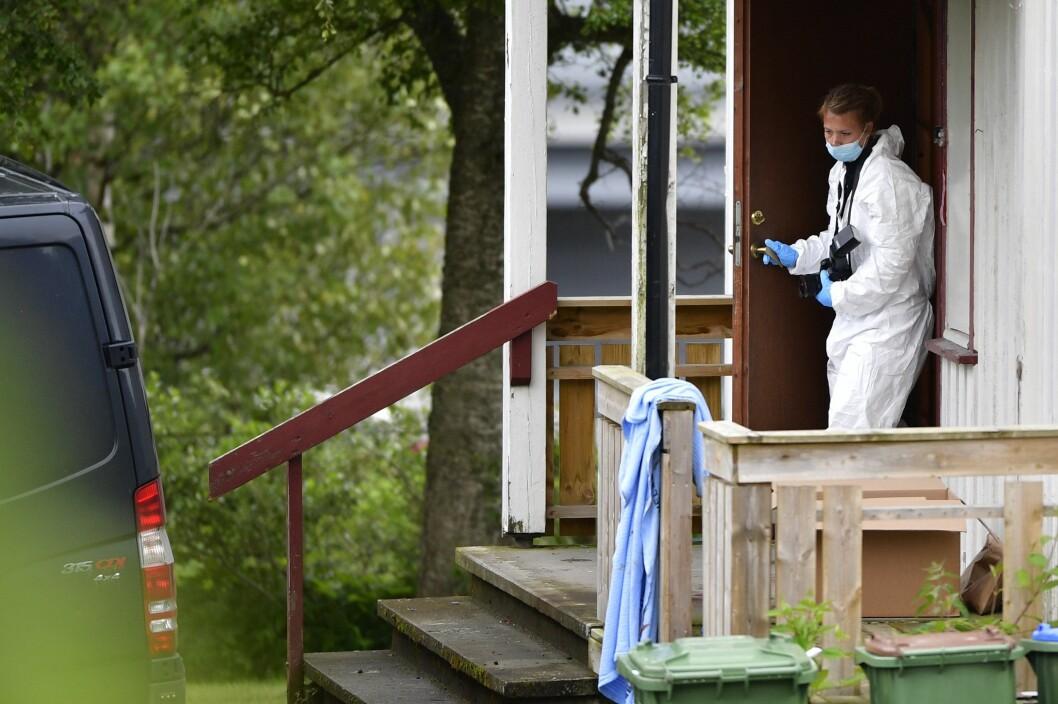 En mann ble fredag morgen skutt i beinet av politiet og to andre er sendt til sykehus med knivskader i Skogn i Trøndelag. Men politiet varslet aldri om hendelsen på Twitter.