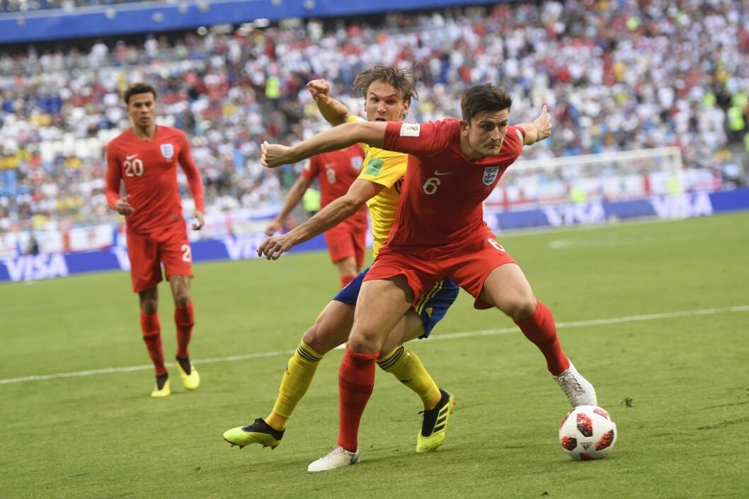 Albin Ekdal mot Harry Maguire under lørdagens kvartfinale mellom Sverige og England på Samara Arena under VM i fotball i Russland