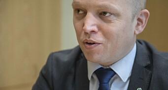 Senterparti-leder Trygve Slagsvold Vedum vil be Stortinget se på kostnaden ved å skru på FM-nettet igjen
